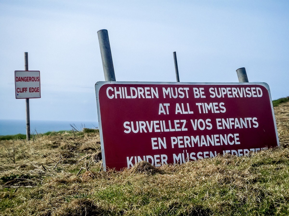 Warning sign that says children must be supervised at all times