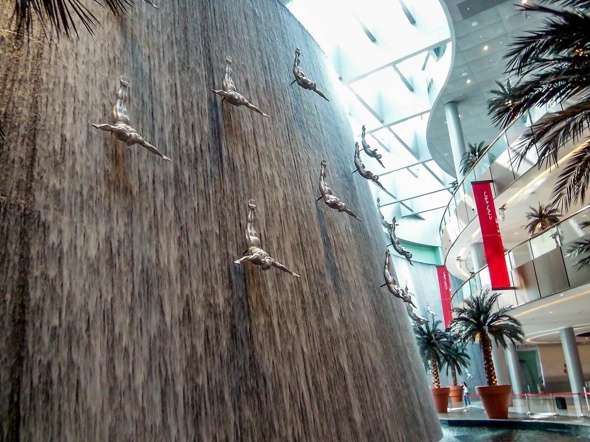 The massive fountain inside the Dubai Mall