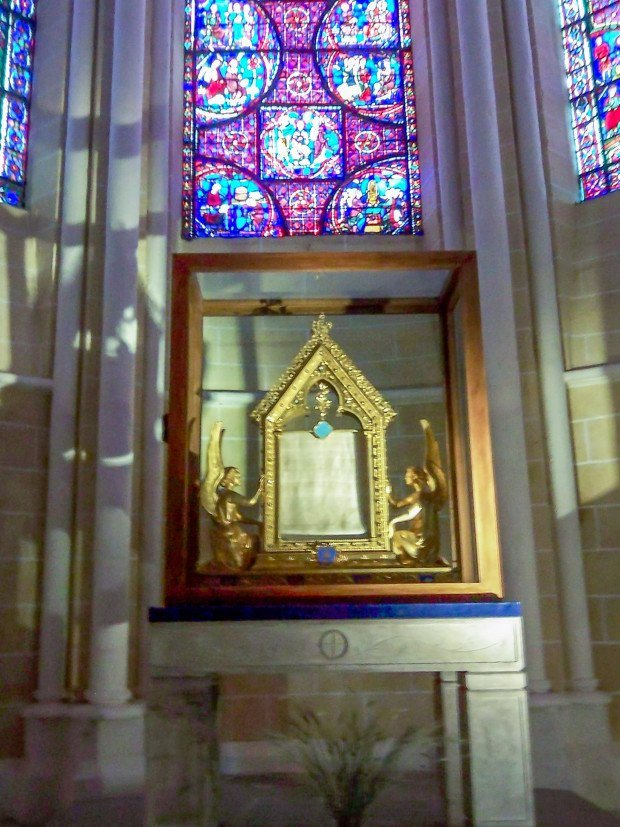 The relic reported to be the veil of Mary at Chartres Cathedral