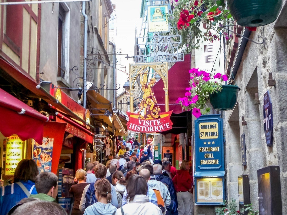 The masses of visitors in the narrow lanes of Mont Saint-Michel