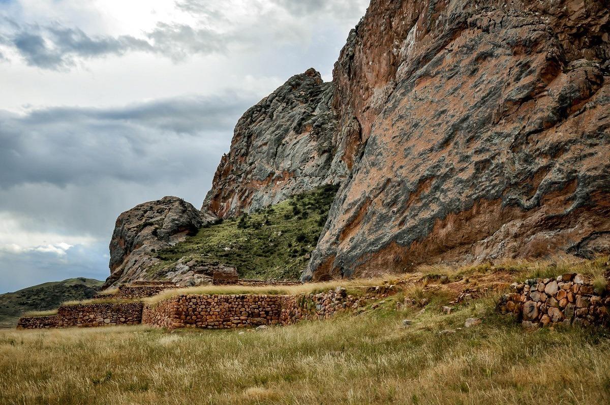 Ruins at the base of a mountain in Pukara