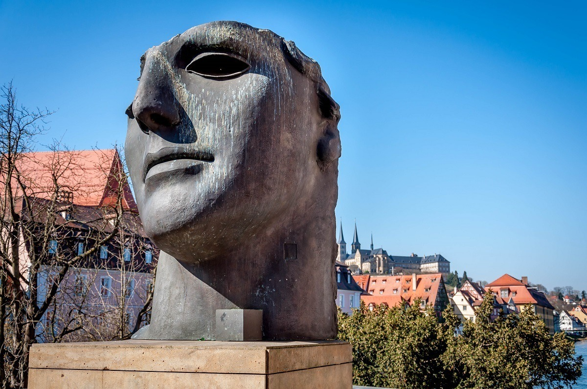 Statue of a face by the Alte Rathaus bridge