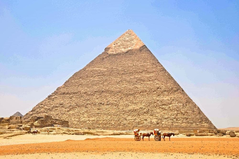 Two horse-drawn buggies at the Great Pyramid of Giza