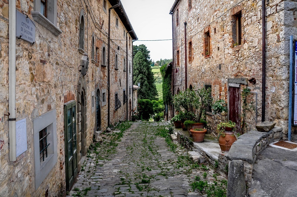The narrow lane and stone buildings of the tiny village of Fonterutoli in Italy