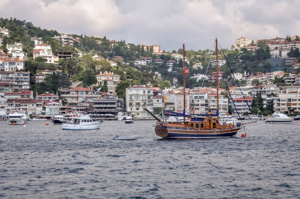 Harbor of boats offering Istanbul Bosphorus cruise options