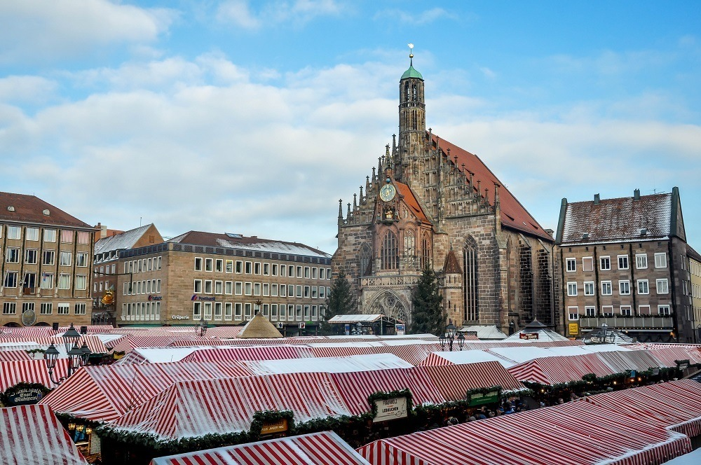Church and the main square of the Nuremberg Christmas market, Christkindlesmarkt