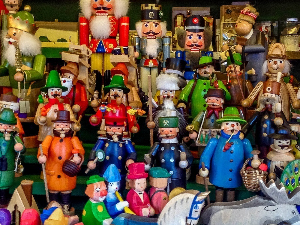 Traditional nutcrackers and smoker figurines that exhale incense