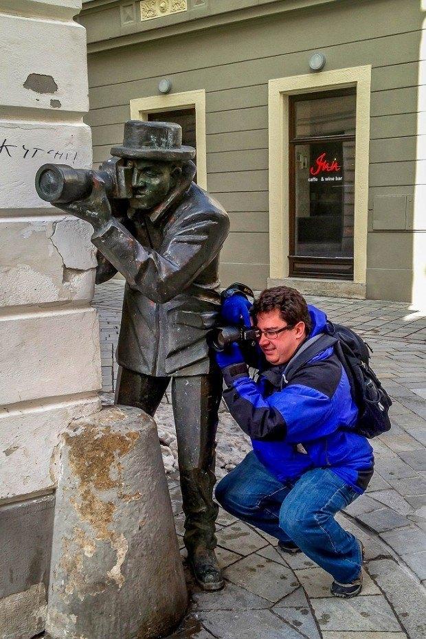 Paparazzi statue seen on a Bratislava day trip