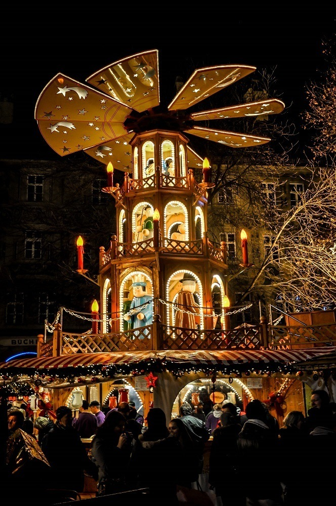 Drink stand decorated like a German Christmas pyramid with propeller