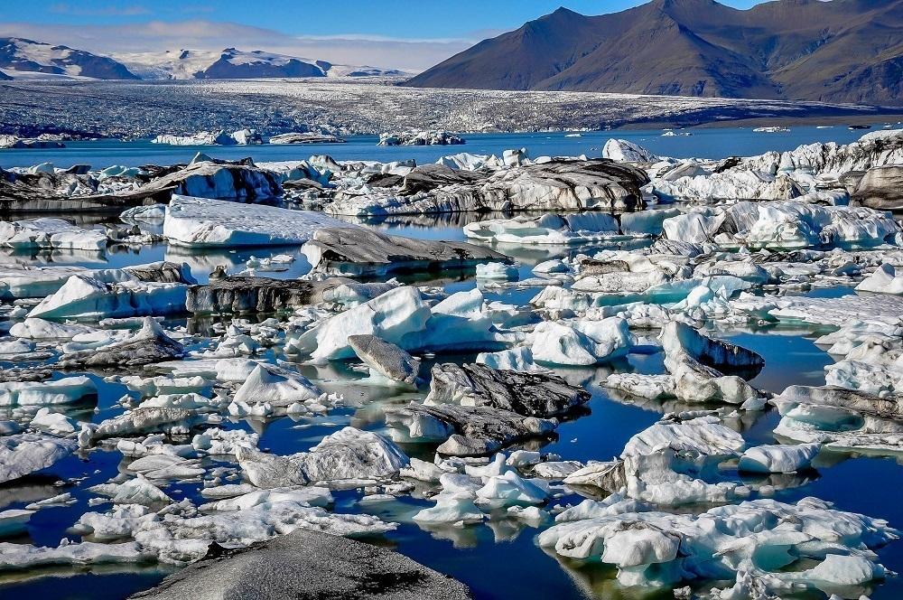 Iceberg-filled lagoon