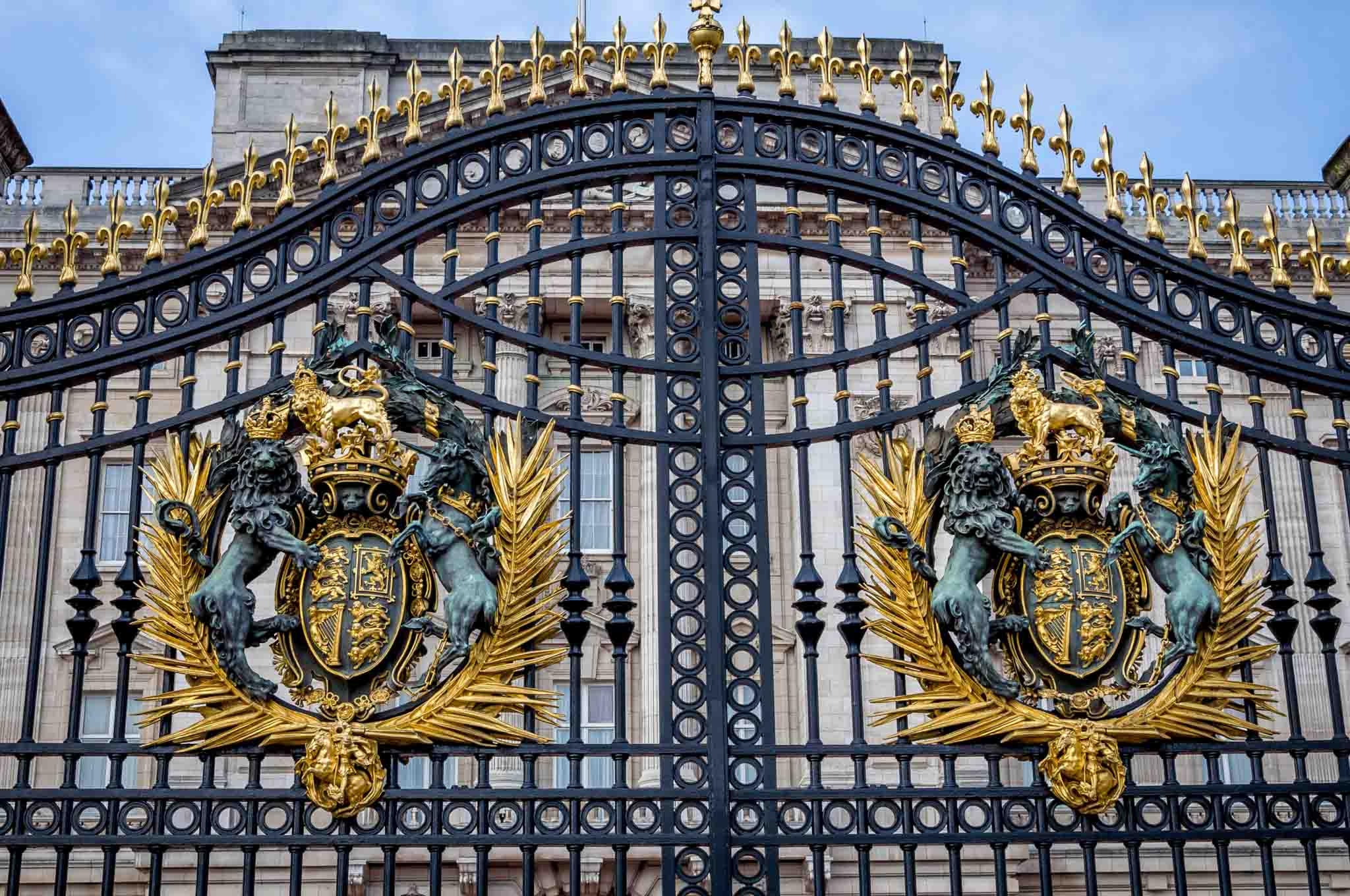 Buckingham Palace gates with crests showing lions and coat of arms
