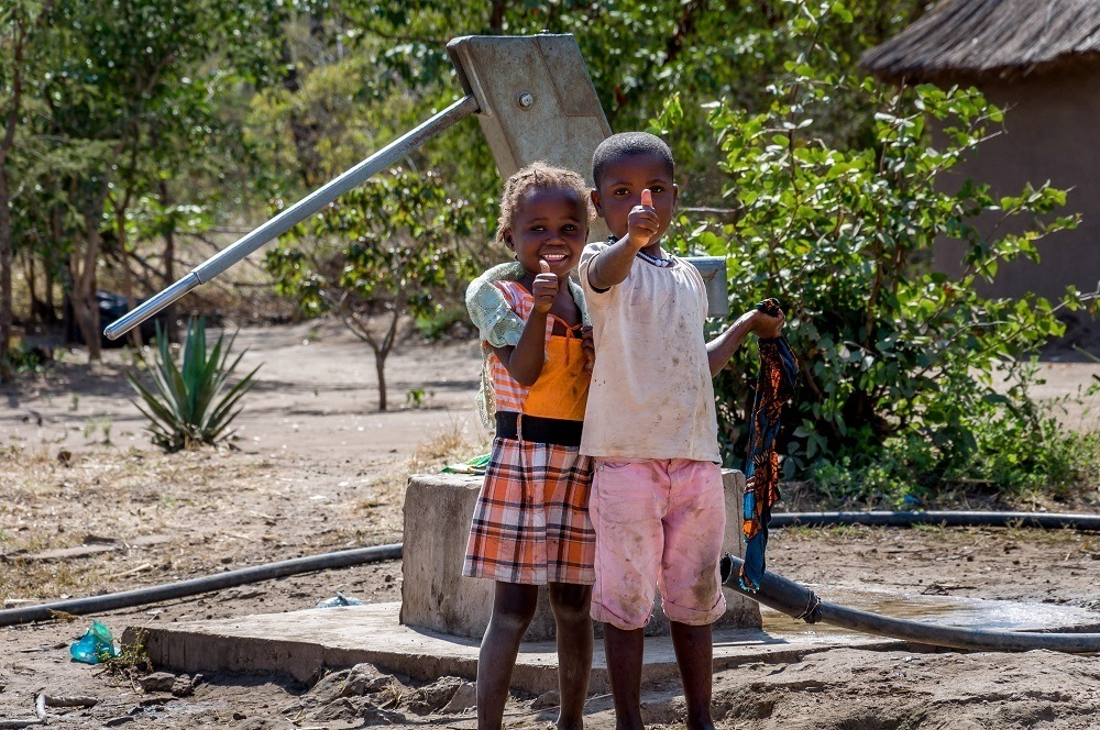 Young girls in the village of Siankaba