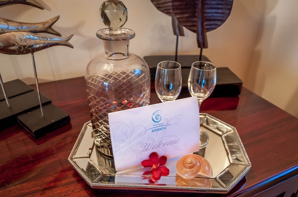 Welcome note with decanter and glasses