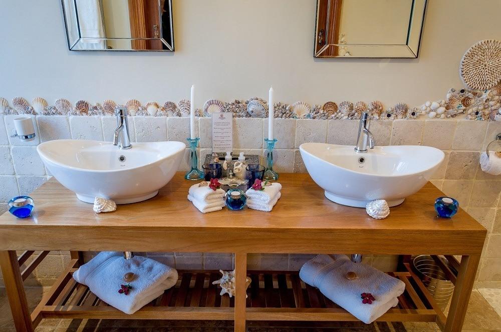Dual bathroom sinks