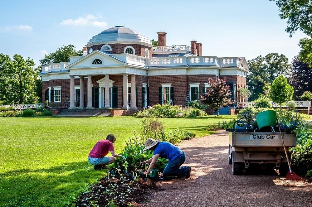 Gardeners at work on Thomas Jefferson's Monticello home