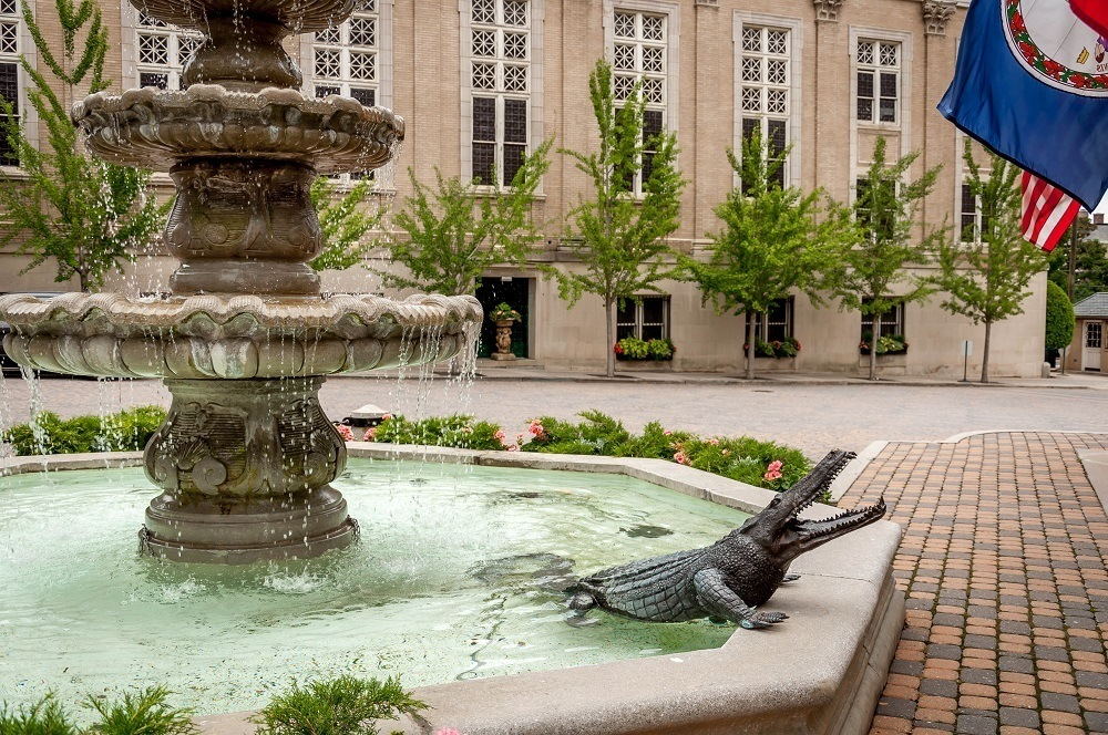 An alligator statue in the hotel's fountain