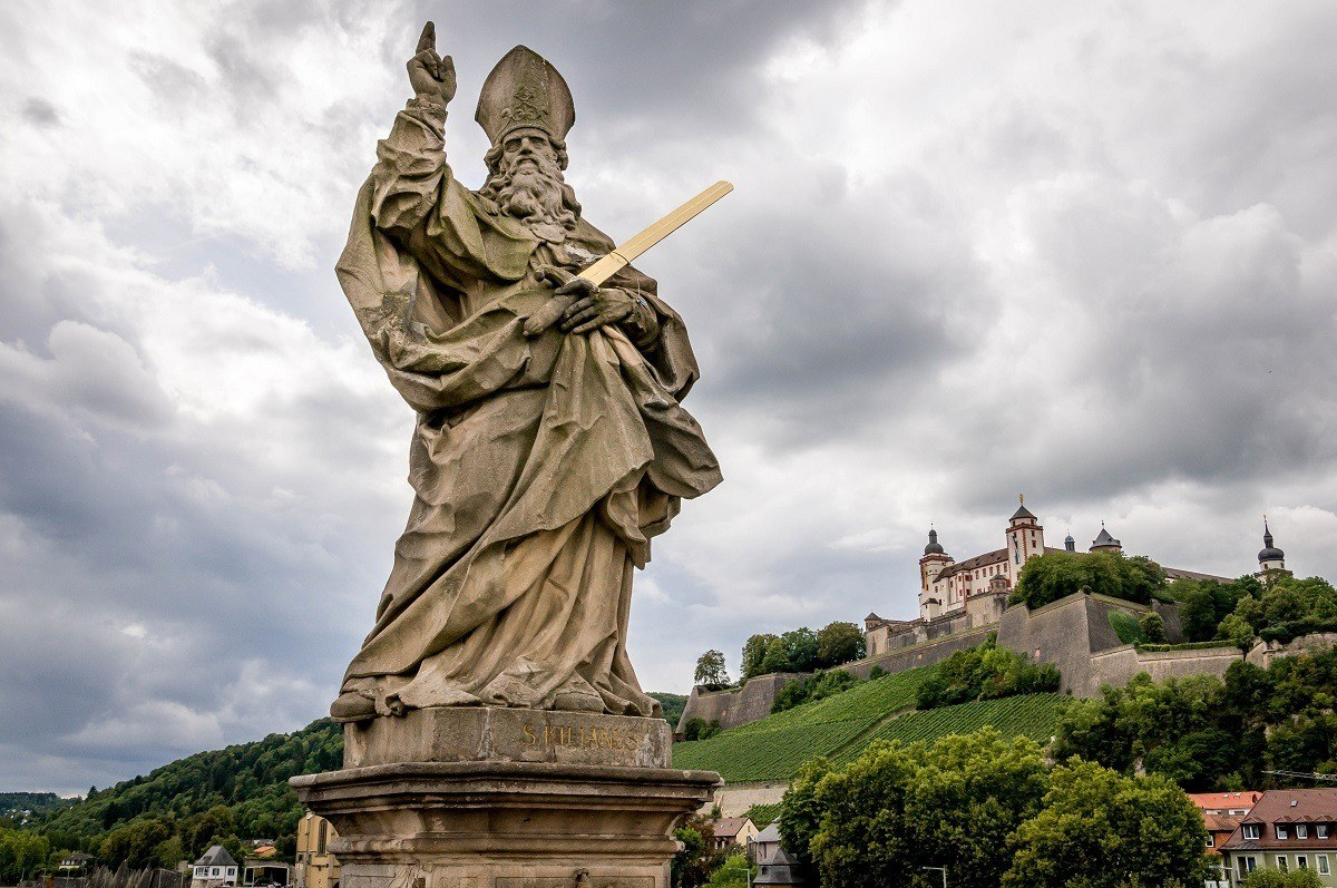 Statue on the Old Bridge over the Main River with the Marienberg Fortress above