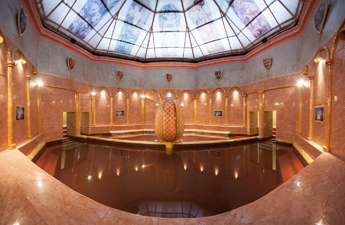 The natural thermal baths of Maria Terezia Spa