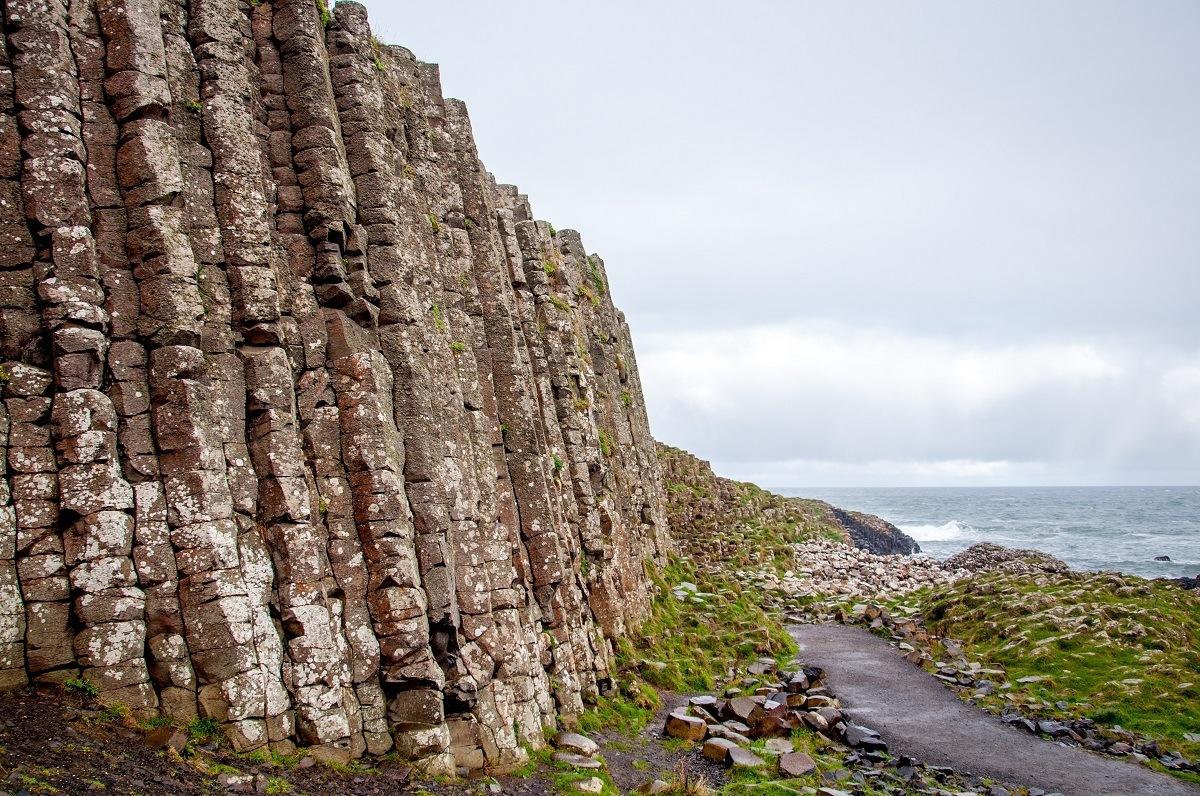 A trail by the basalt columns near the coast