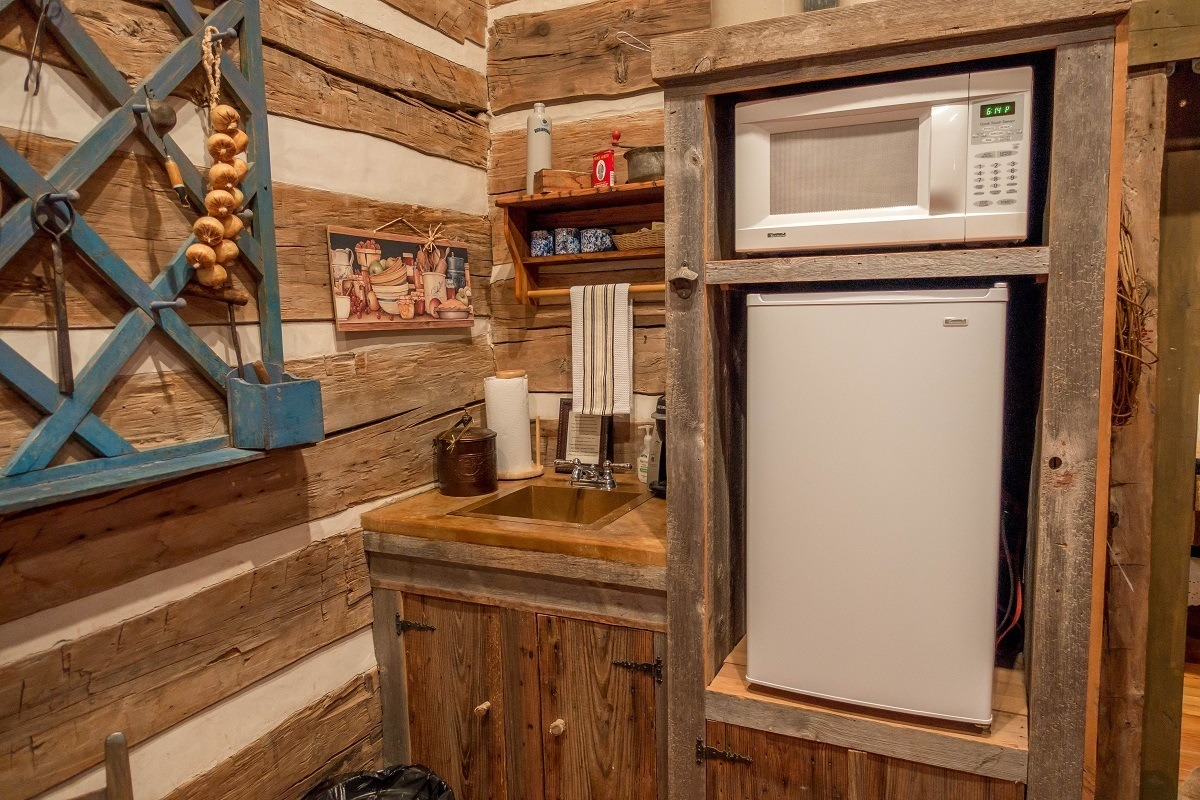 Kitchenette with rustic decorations