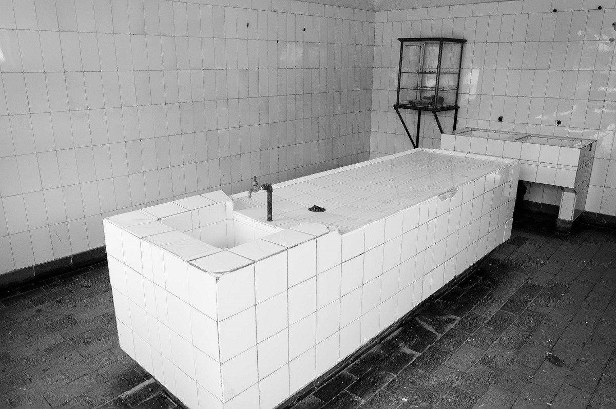 The white tiled medical experimentation room
