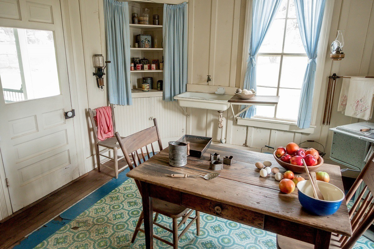 Dining table with a bowl of fruit in the kitchen