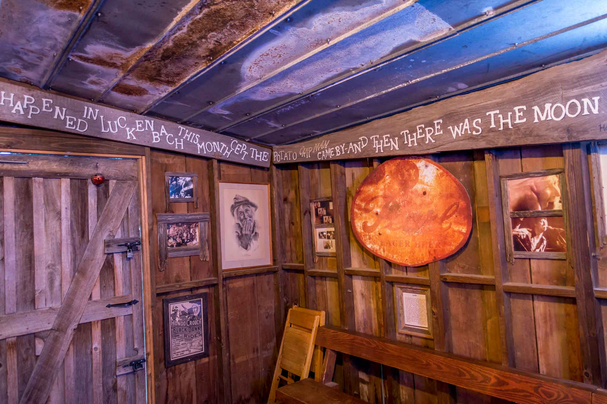 Happened in Luckenbach this month cept the potato chip man came by and then there was the moon