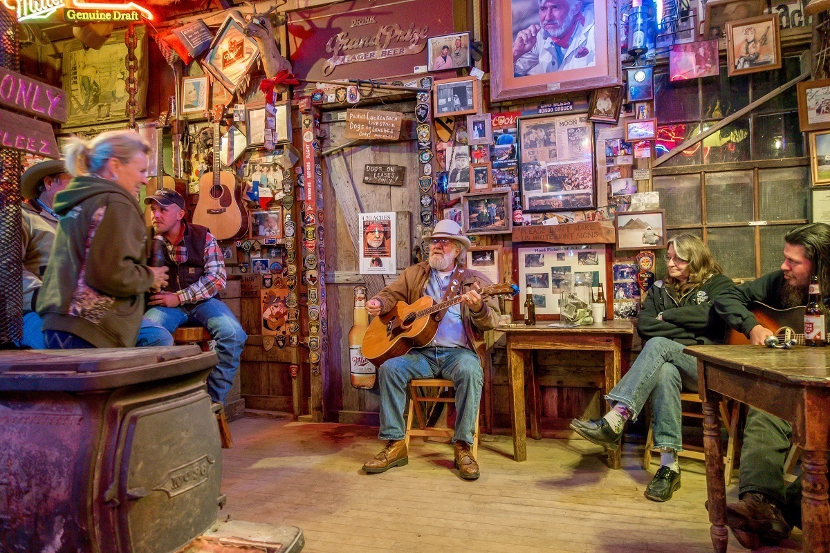 Country musicians playing in bar