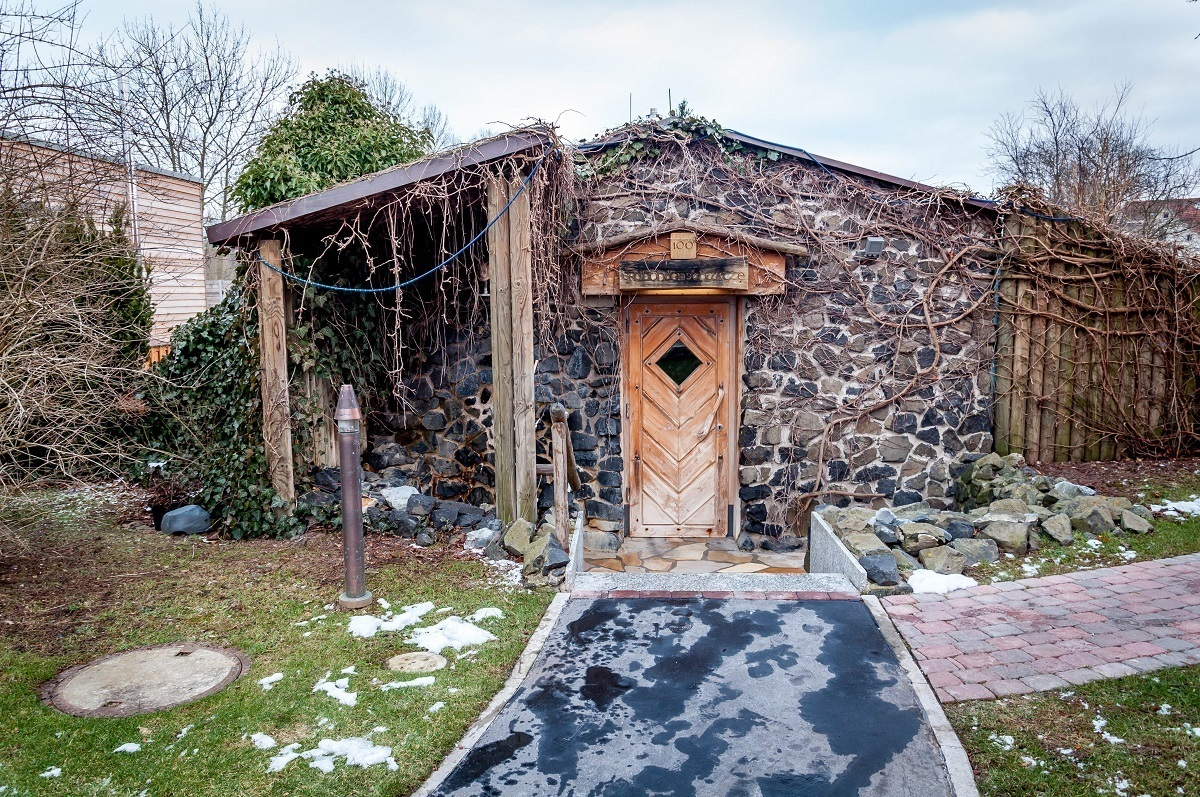 The rustic sauna with fireplace at the Keltenbad's SOLE Saunaland