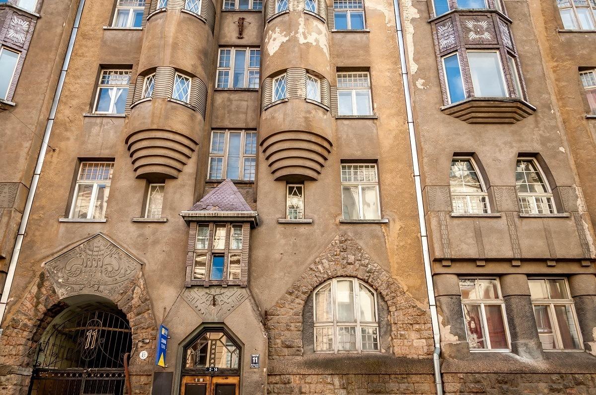 Alberta iela 11, a dark-colored decorative building in need of renovation