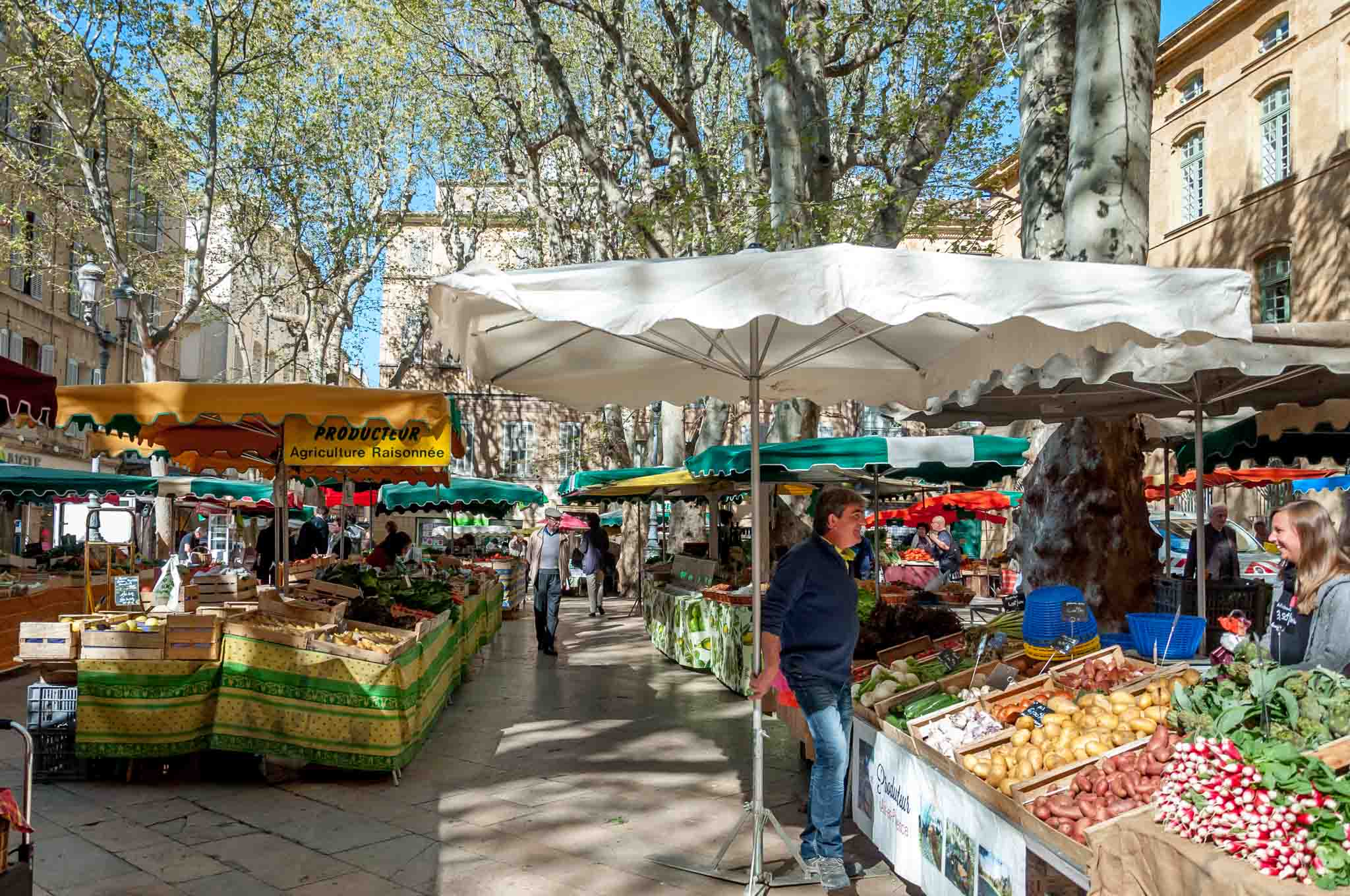 Produce vendors in a city square