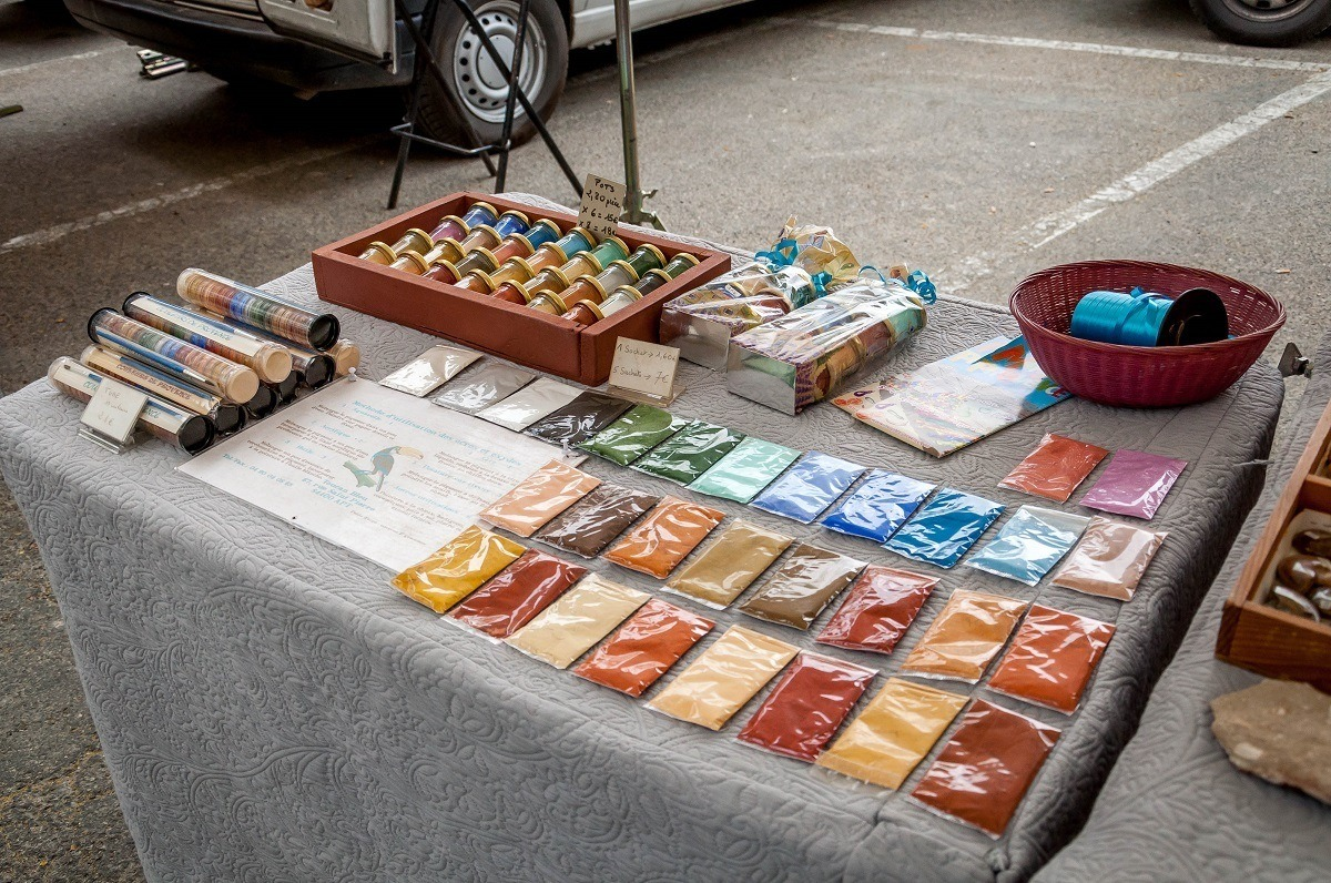 Bags of pigment powder for sale in Roussillon, France