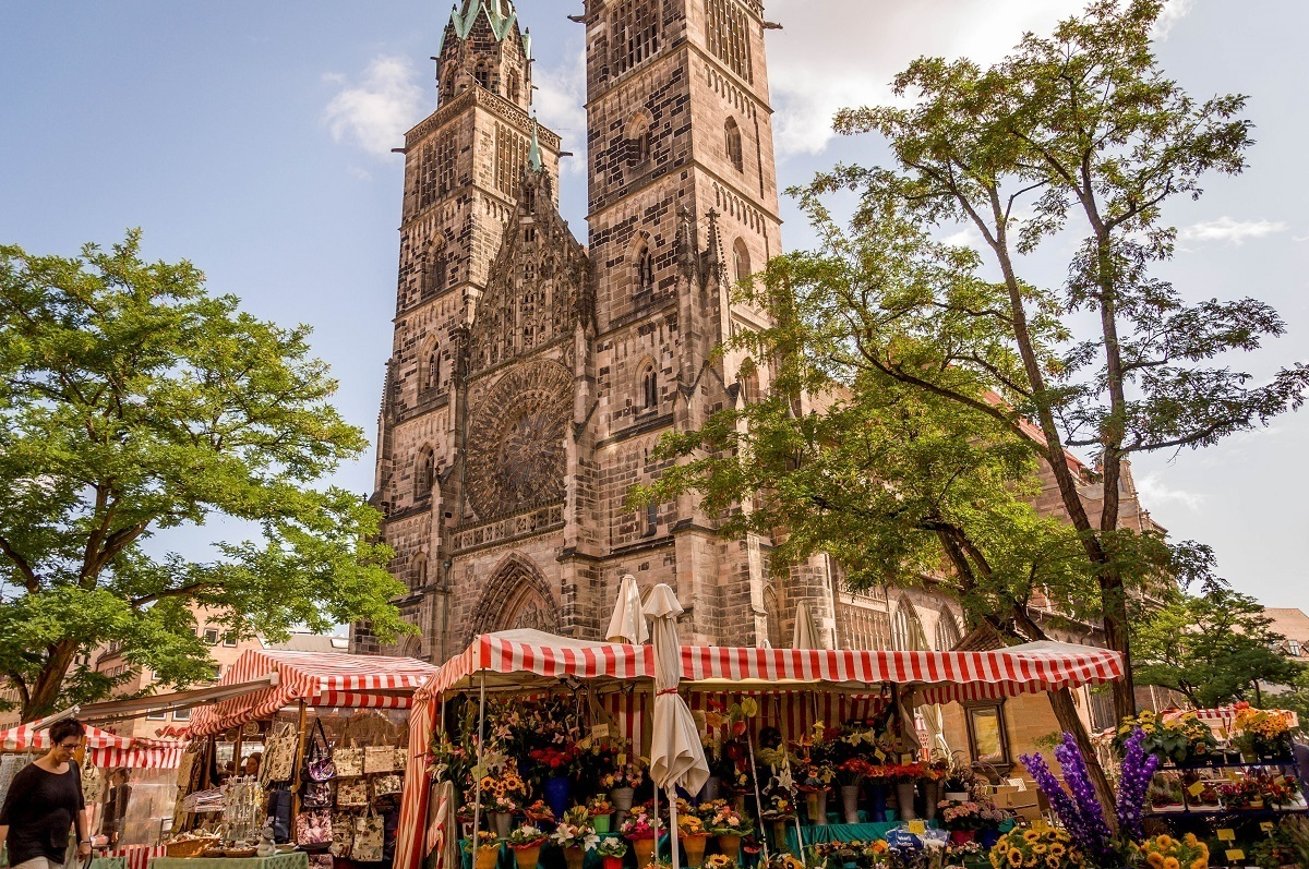 The market in front of St. Lorenz Church