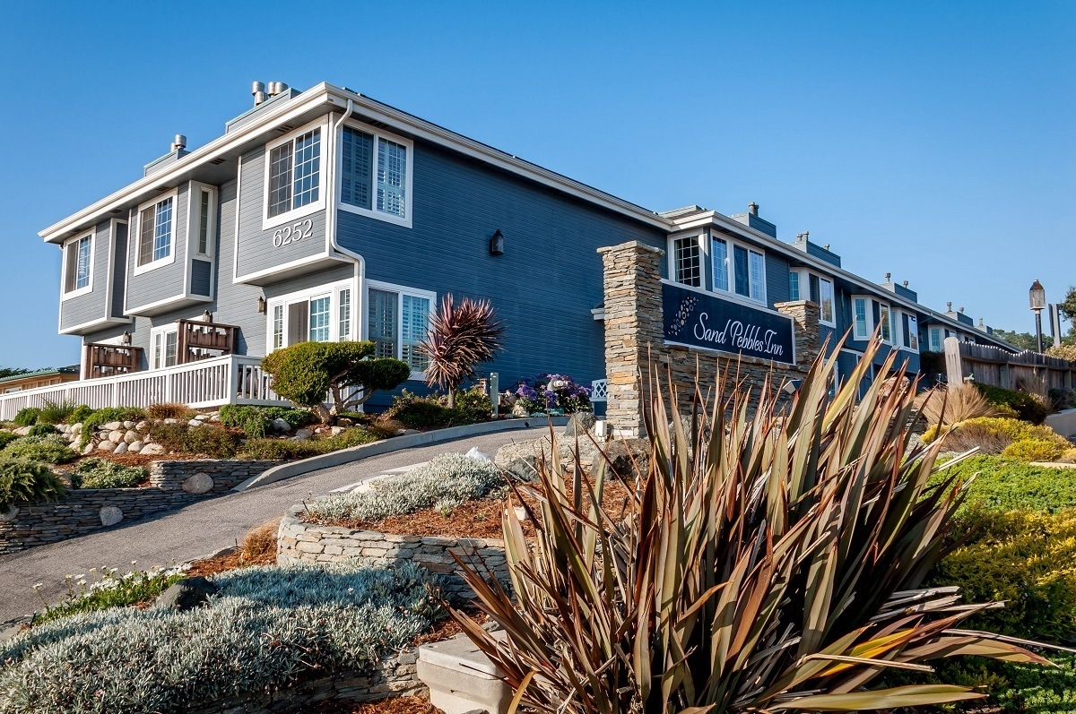 The exterior of the Sand Pebbles Inn is one of the top hotels in Cambria, California
