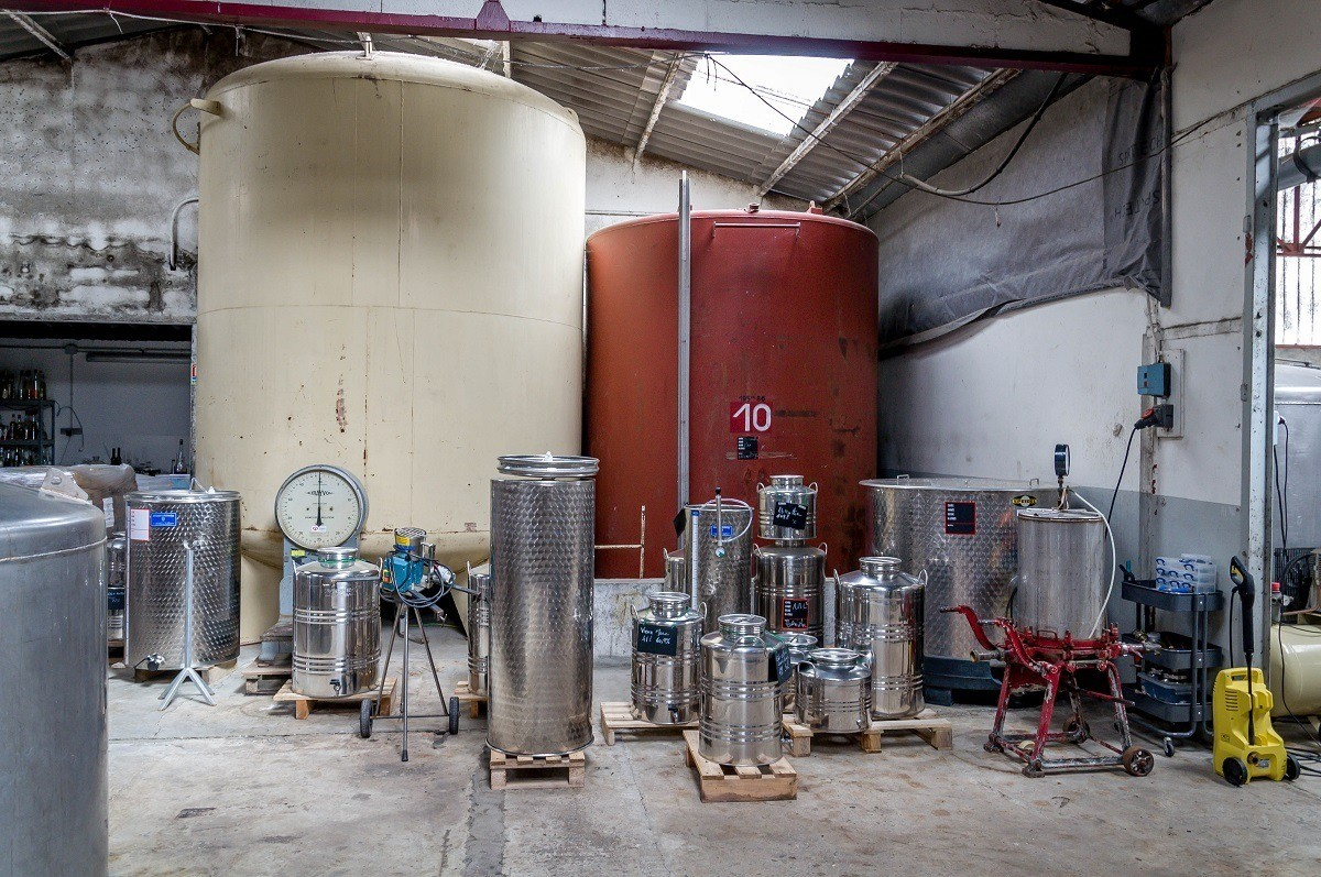 Holding tanks for spirits and liqueurs