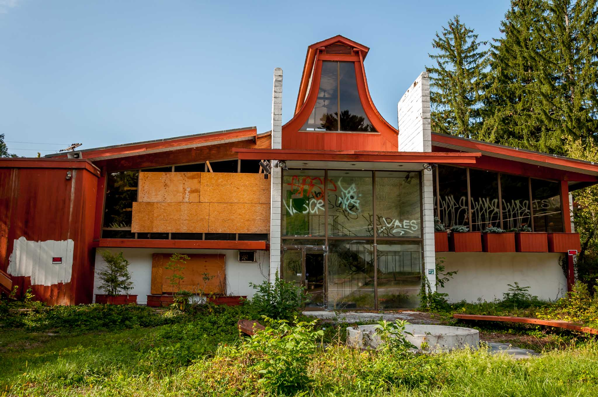 The Penn Hills Resort is one of the abandoned resorts of the Poconos