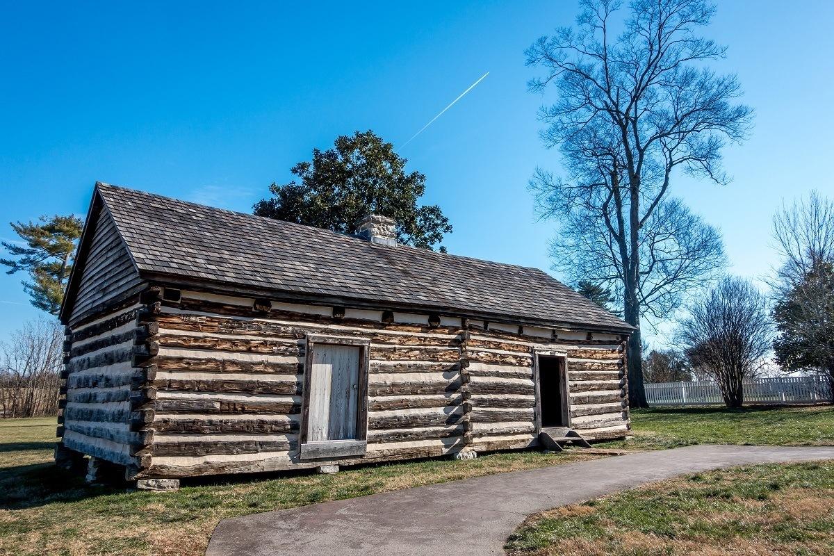 Log cabin, former slave quarters