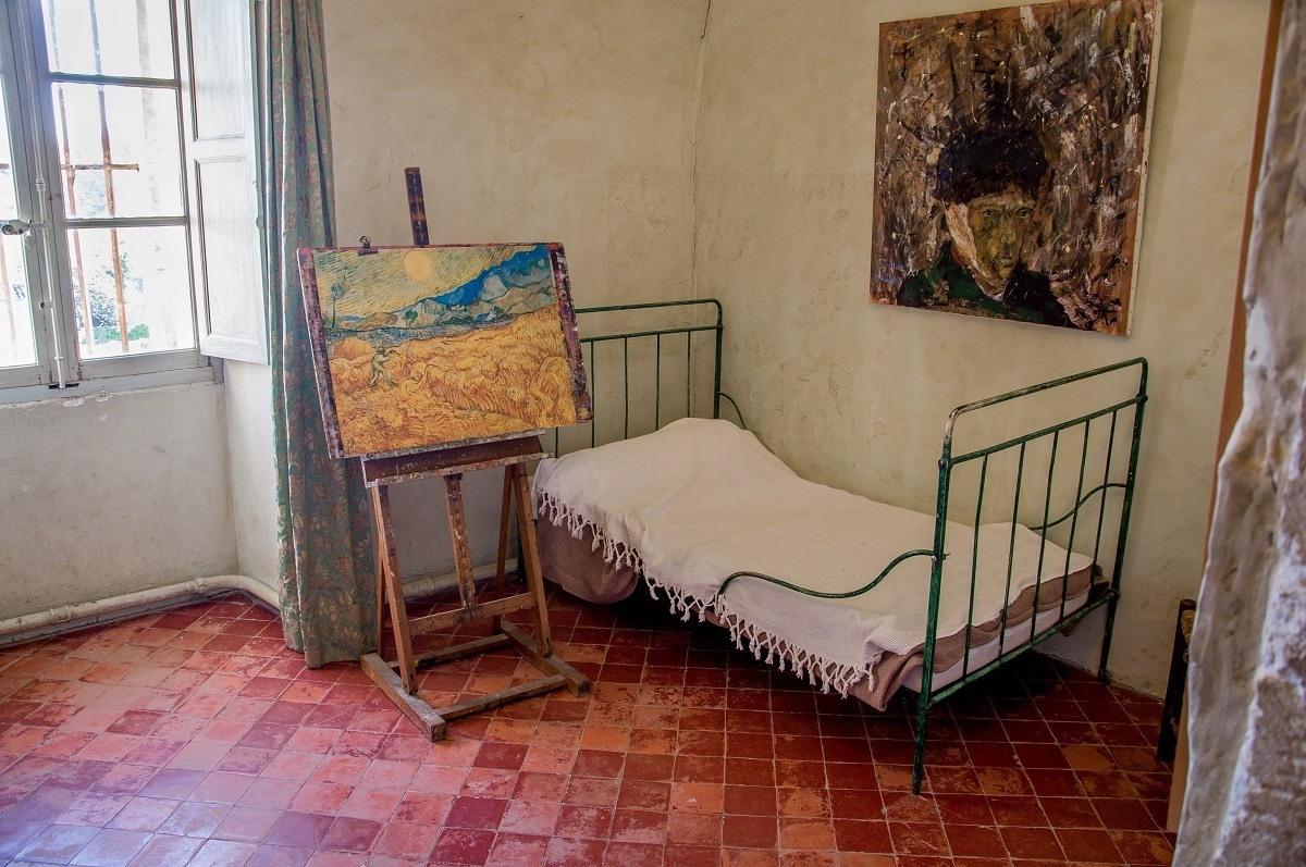 Bed and paintings in Van Gogh's room
