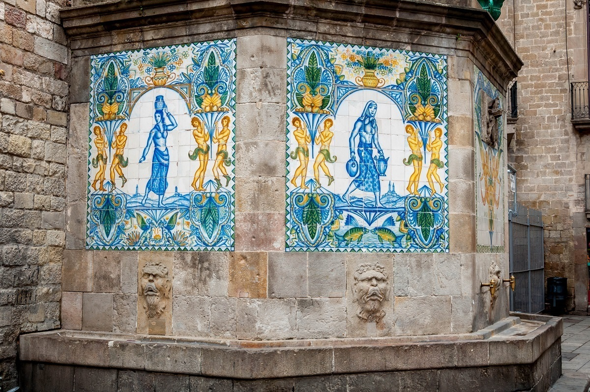 Water fountain decorated with tile mosaic