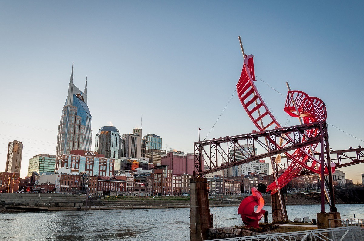 Skyline of Nashville and musical sculpture