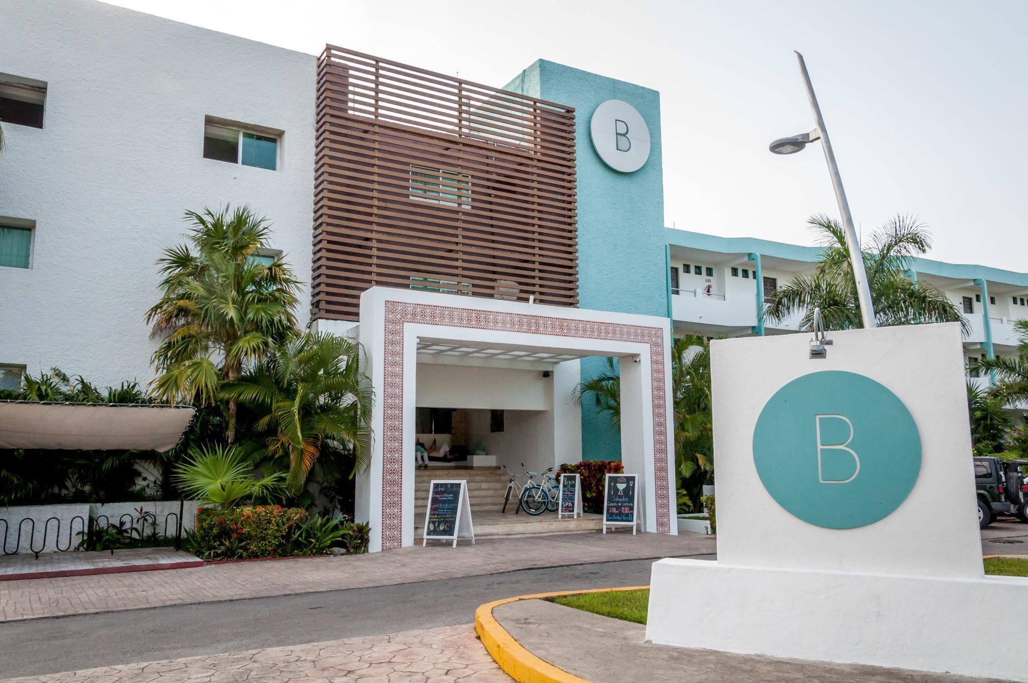 The front of the Hotel B Cozumel from the street