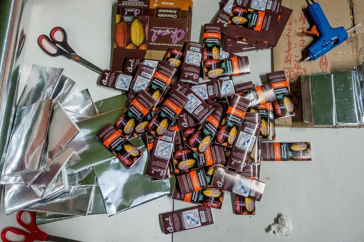 Chocolate bars and packaging materials