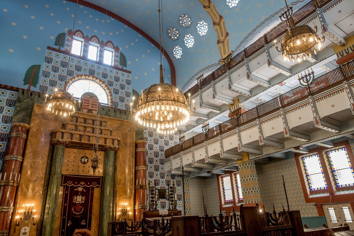 Graphic designs and chandeliers inside a synagogue