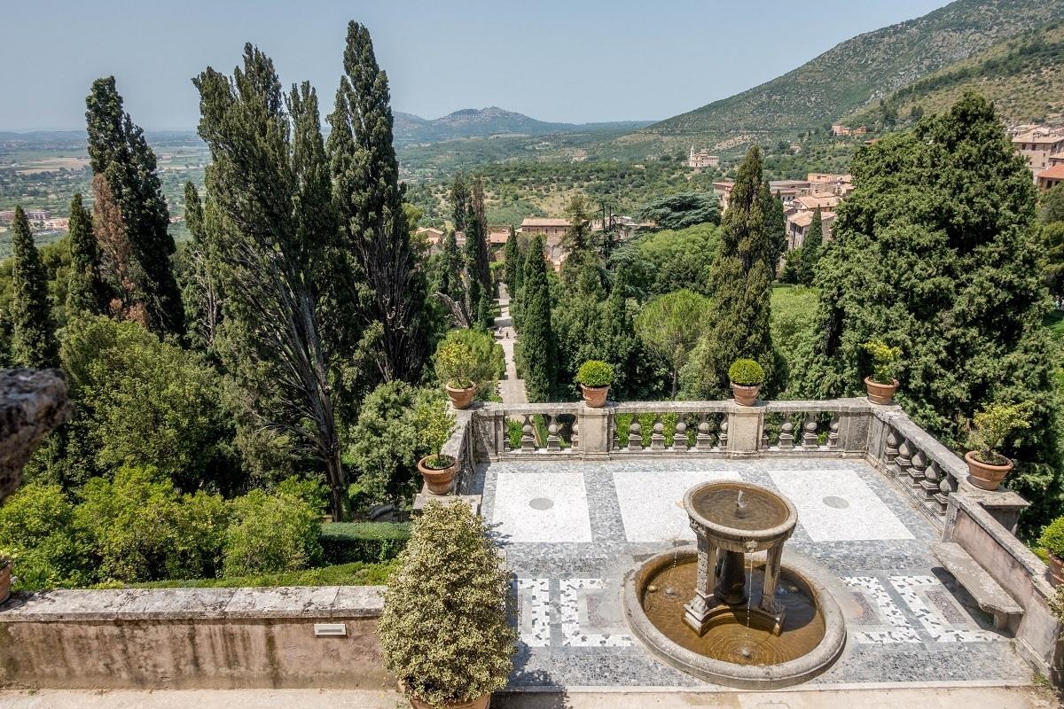Balcony overlooking the green landscape of Tivoli