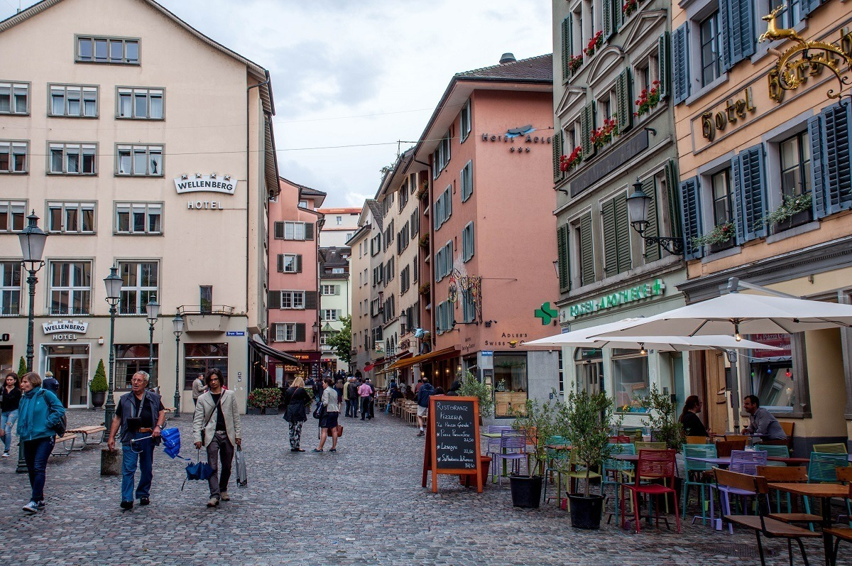 The pedestrian-only area of Niederdorfstrasse is the highlight of a Zurich old city tour
