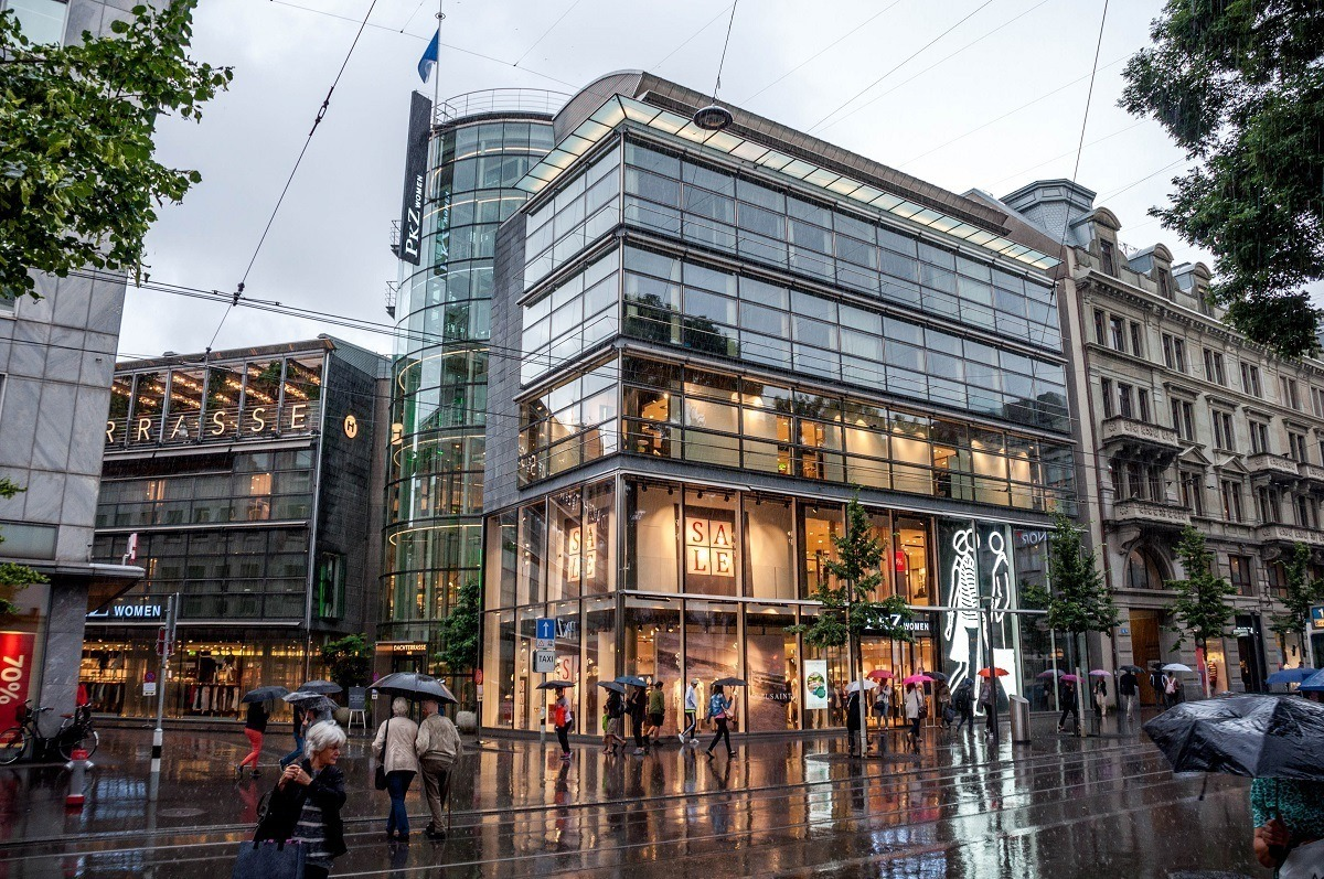 Fancy department stores and designer boutiques on the Bahnhofstrasse