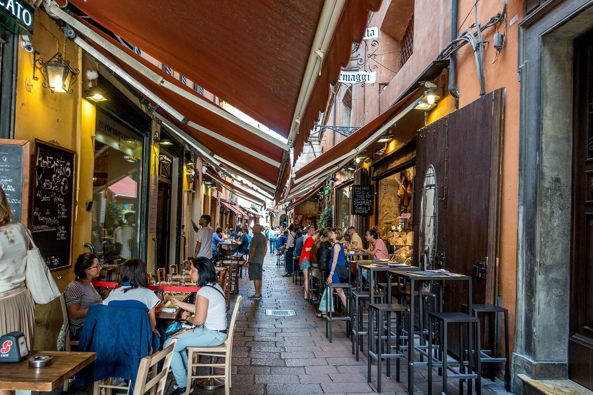 Visiting outdoor cafes is one of the fun things to do in Bologna Italy