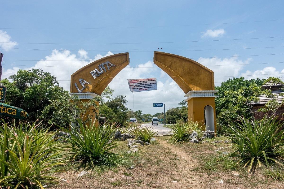 The dilapidated Ruta de los Cenotes sign in Puerto Morelos