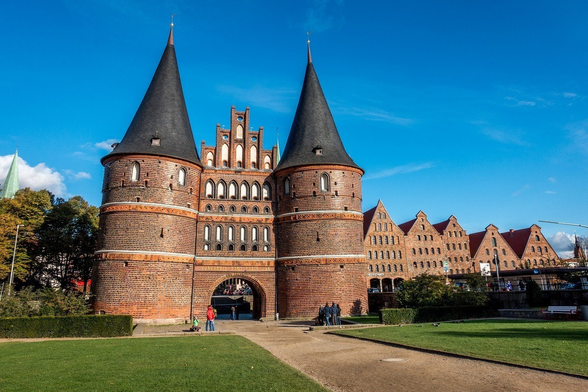 Large ornamental city gate with turrets, the Holsten gate