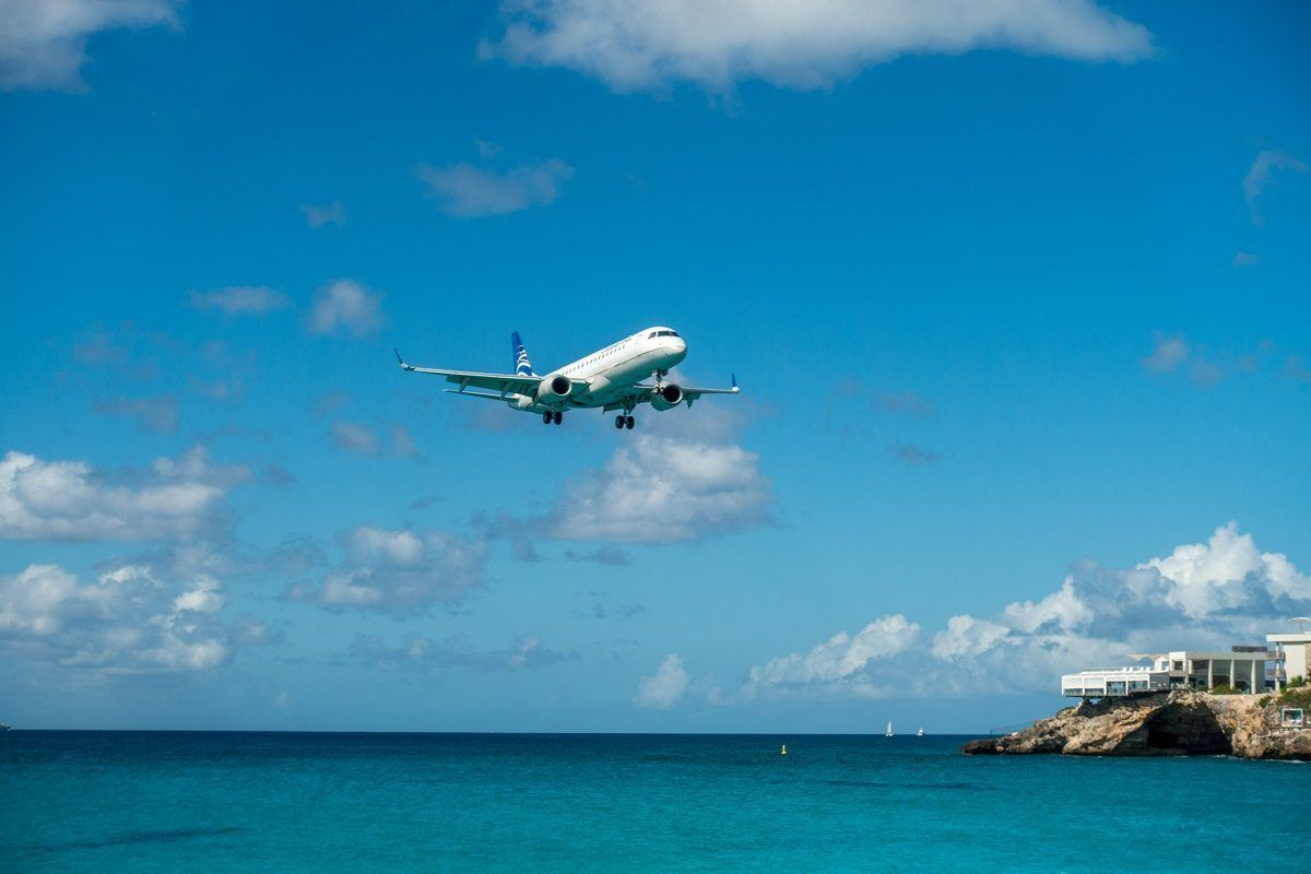 Plan landing over the ocean